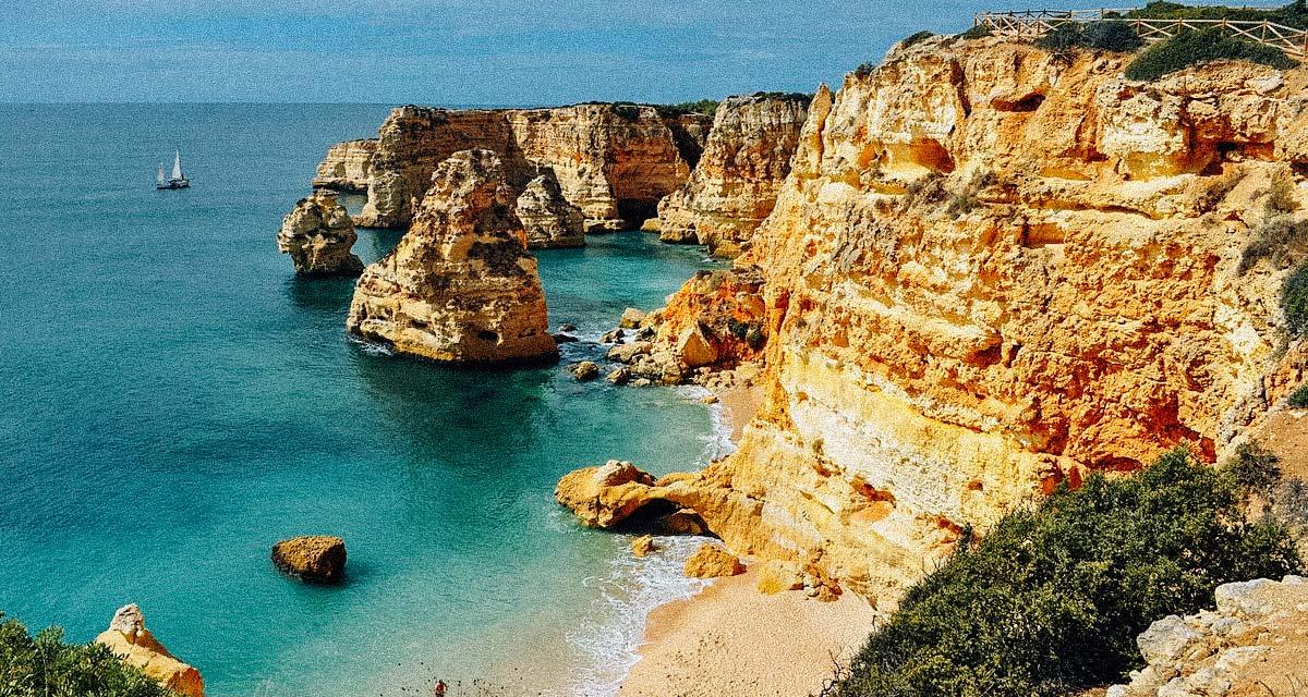 praia-marinha-portugal